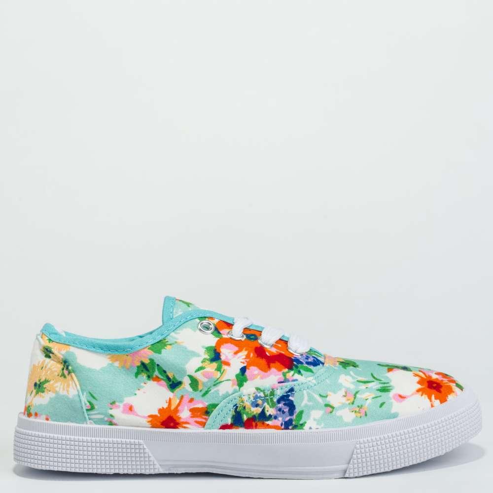Дамски спортни обувки в светло-син цвят и флорални мотиви